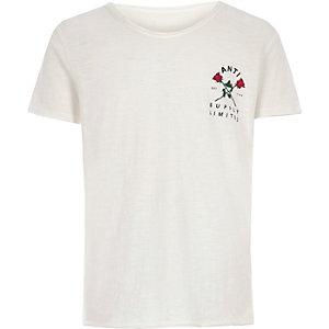 T-shirt crème à imprimé rose sur la poitrine pour garçon