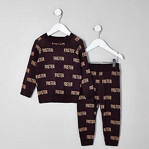 Mini - Outfit met rode gebreide pullover met 'faster'-print voor jongens