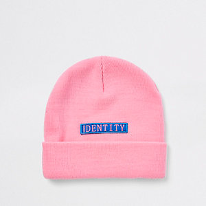 Be Inclusive - Roze beanie-muts met 'Identity'