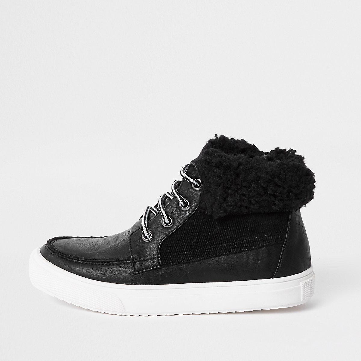 Bottes noires à bordure imitation peau de mouton pour garçon