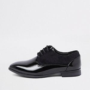 Chaussures noires vernies avec bordure en daim garçon