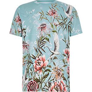 Blaues, geblümtes T-Shirt mit kurzen Ärmeln