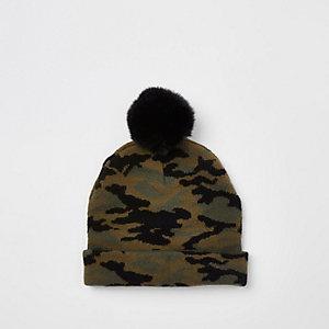 Beanie in Khaki mit Kunstfell und Camouflage