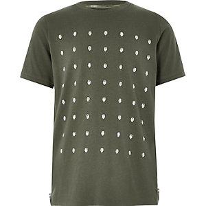 Kaki T-shirt met doodshoofdprint en studs voor jongens