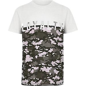 Wit T-shirt met camouflageprint en kleurblok voor jongens