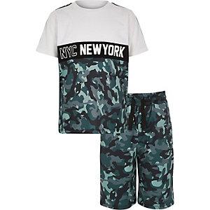 Outfit met wit T-shirt met camouflageprint voor jongens