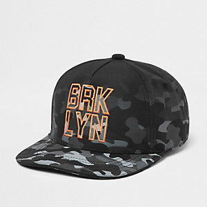 Boys grey camo flat peak cap