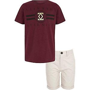 Outfit met donkerrood T-shirt en chino voor jongens
