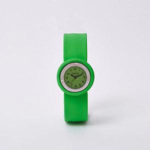 Leuchtend grüne Armbanduhr