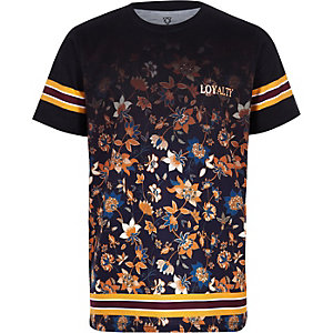 Schwarzes, geblümtes T-Shirt