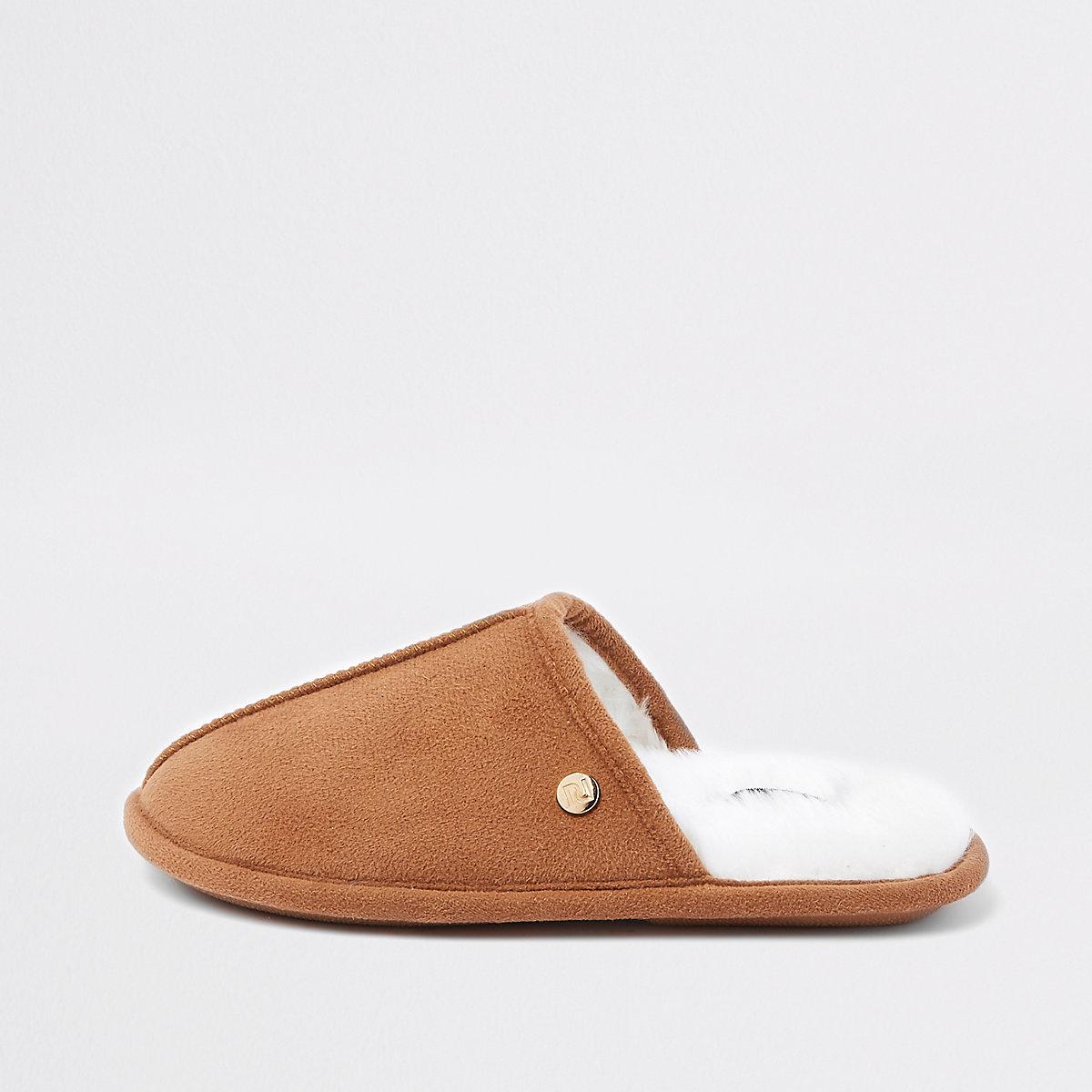 Boys tan mule slippers