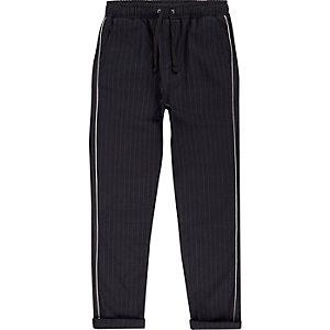 Pantalon bleu marine à bande à fines rayures pour garçon