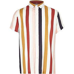 Chemise blanche avec col à rayures verticales multicolores