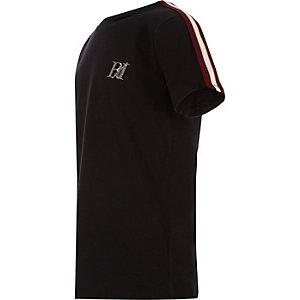 T-shirt noir avec manches à bandes pour garçon