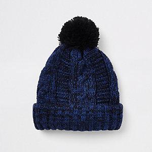 Bonnet en maille torsadée bleu mini garçon