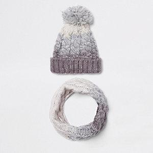 Set mit Mütze und Schlauchschal in Grau