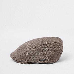 Braune, bedruckte Kappe