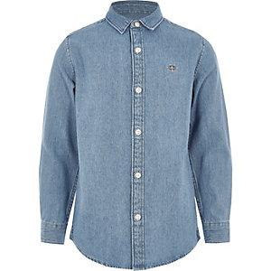 Middenblauw denim overhemd met geborduurde wesp voor jongens