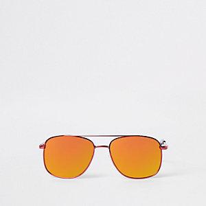 Rote, runde Pilotensonnenbrille