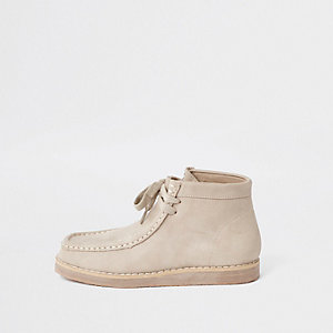 Boys beige lace up crepe boots