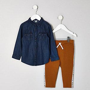 Outfit mit Jeanshemd und Jogginghose