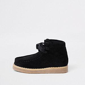 Schwarze Stiefel zum Schnüren