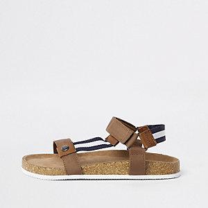 Braune, gestreifte Sandalen mit Fußbett aus Kork