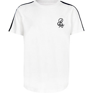 Wit T-shirt met bies en 'R96'-print op de mouwen voor jongens
