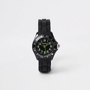 Schwarze, sportliche Armbanduhr mit Gummiarmband