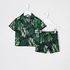Schwarzer Pyjama mit tropischem Muster