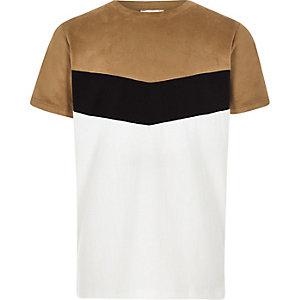 Bruin T-shirt met zigzagmotief en kleurvlakken voor jongens