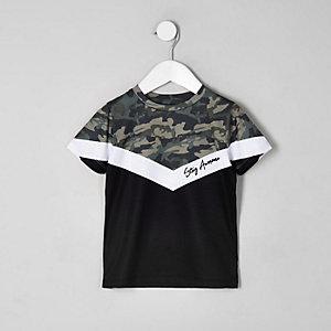 Kaki T-shirt met camouflagprint, kleurvlakken en zigzagmotief voor jongens