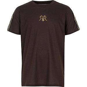 Braunes T-Shirt mit RI-Streifen