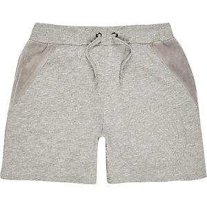 Graue Shorts mit Velours-Einsatz