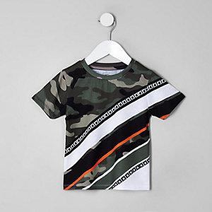 Mini - Kaki T-shirt met camouflageprint en scheur voor jongens