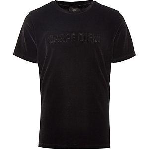 T-shirt en velours à inscription « Carpe diem » noir pour garçon