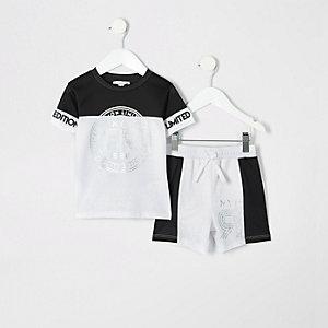 Outfit mit weißer Shorts