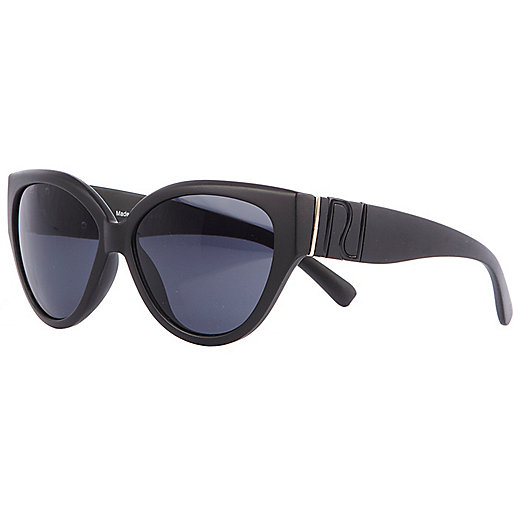 Black matte cat eye sunglasses