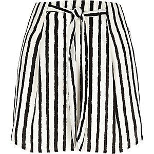 Mini-jupe rayée noire nouée à la taille