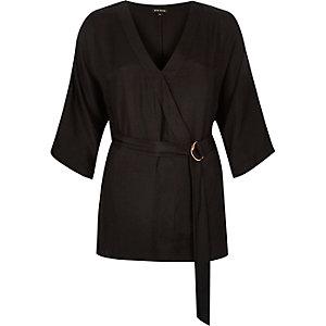 Top noir drapé style kimono à anneaux en demi-lune