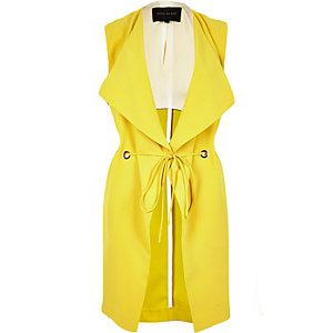 Gelbe ärmellose lange Jacke mit Ösen
