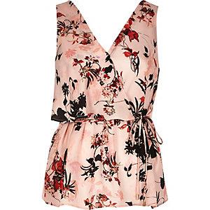 Top à fleurs rose avec volant et col en V style cache-cœur