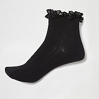 Schwarze Knöchelsocken mit Rüschen