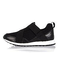Schwarze Sneaker zum Hineinschlüpfen