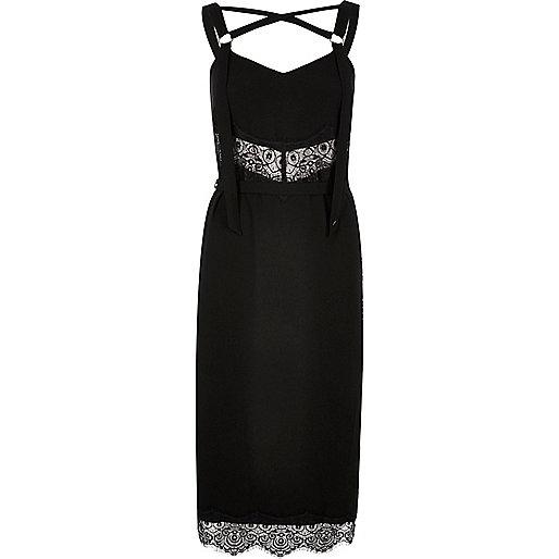 Kleid aus schwarzer Spitze