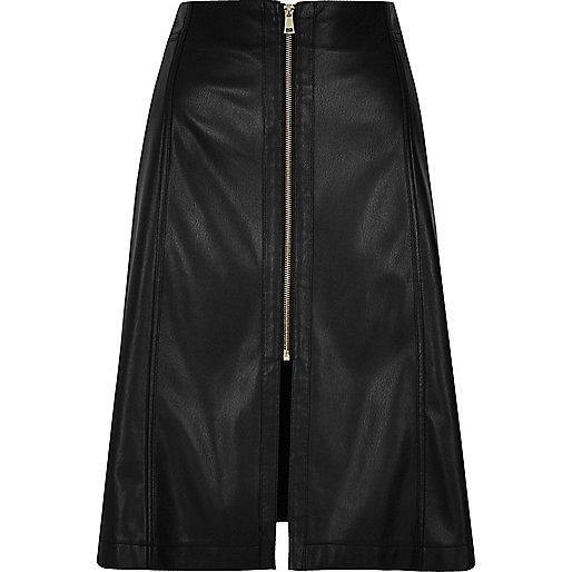 Jupe trapèze mi-longue en cuir synthétique noire