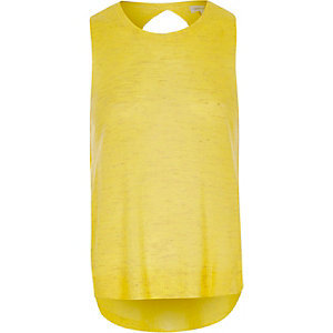 Gele gebreide top met overslag op de rug