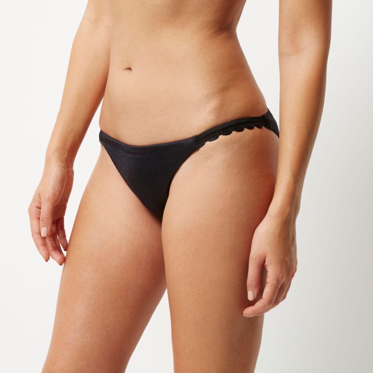 Schwarze Bikinihose mit Spitzensaum