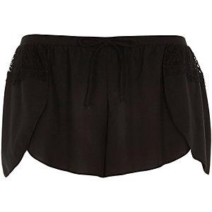 Zwarte pyjamashort met kanten details