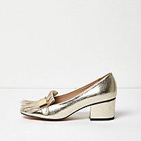 Goldene Loafer mit Quaste